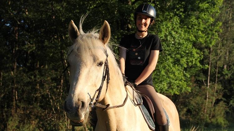 Julia in Pessac back image